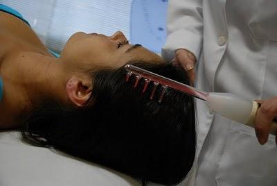 Eletroterapia de alta frequência. Fonte da imagem: http://saudeebeleza.net.br/alta-frequencia-capilar/