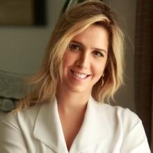 Dra. Larissa Pitombeira